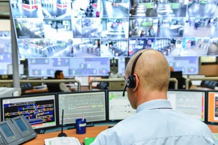 Kontrola pracownika czy inwigilacja w pracy? Gdzie leży granica?