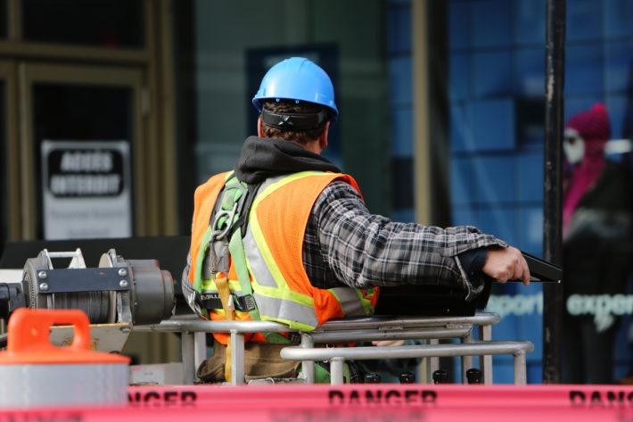 Skuteczne przeniesienie decyzji o pozwoleniu na budowę