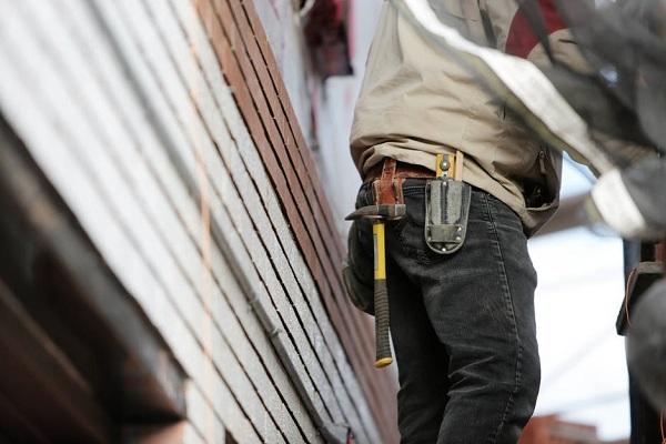 Jakie są skutki wykonywania robót budowlanych mimo ich wstrzymania?